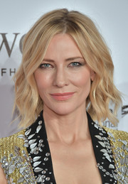 Cate Blanchett looked beautiful with her short center-parted waves at the 2017 Dubai International Film Festival.