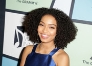 Yara Shahidi attended the 2017 Essence Black Women in Music event wearing her natural curls.