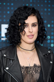 Rumer Willis wore her hair in short, tight curls at the 2017 Fox Upfront.