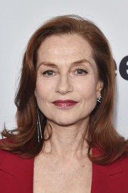Isabelle Huppert kept it classic with this shoulder-length wavy hairstyle at the 2017 Film Independent Spirit Awards nominees brunch.