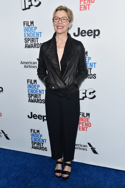 Annette Bening completed her outfit with a pair of loose black slacks.