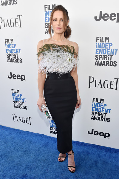 Kate Beckinsale flaunted her tiny waist and shapely hips in this feather-embellished dress by Pamella Roland at the 2017 Film Independent Spirit Awards.