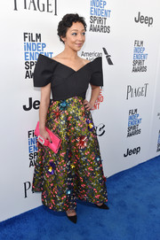 Ruth Negga finished off her outfit with a pink satin clutch by Roger Vivier.