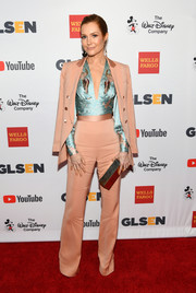 Darby Stanchfield completed her flawless look with a metallic clutch by Lee Savage.