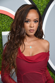 Serayah McNeill attended the 2017 GQ Men of the Year Awards wearing a flowing wavy hairstyle.
