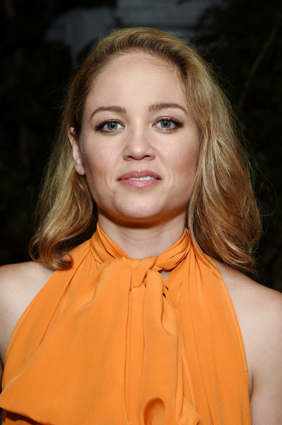 Erika Christensen kept it simple with this side-parted hairstyle at the 2017 Gersh Emmy party.