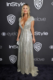 Kaley Cuoco was equal parts sexy and sophisticated in a plunging silver sequin gown by Tommy Hilfiger at the InStyle and Warner Bros. Golden Globes post-party.