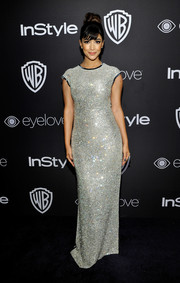 Hannah Simone got all glitzed up in a silver sequin gown by Tommy Hilfiger for the InStyle and Warner Bros. Golden Globes post-party.