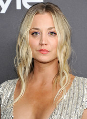 Kaley Cuoco was a boho babe at the InStyle and Warner Bros. Golden Globes post-party with her long center-parted waves.