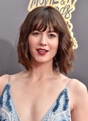 Mary Elizabeth Winstead topped off her look with short waves and wispy bangs when she attended the 2017 MTV Movie and TV Awards.