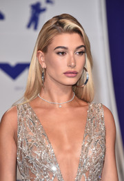 Hailey Baldwin teamed her plunging outfit with a delicate diamond choker for the 2017 MTV VMAs.