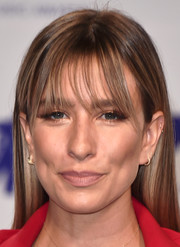 Renee Bargh kept it simple with this loose straight cut with wispy bangs at the 2017 MTV VMAs.