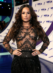 Demi Lovato flaunted a pair of stackable diamond rings by Messika at the 2017 MTV VMAs.