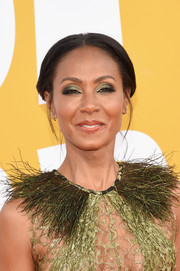 Jada Pinkett Smith sported a classic center-parted chignon at the 2017 NBA Awards.