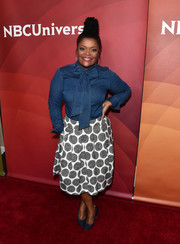 Yvette Nicole Brown made a cool choice with this denim tie-neck shirt for the 2017 NBCUniversal Summer Press Day.