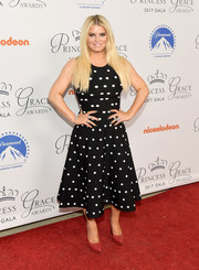 Jessica Simpson's red Saint Laurent platform pumps worked beautifully with her monochrome frock.