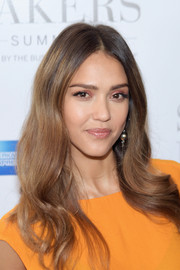 Jessica Alba sported a gorgeous center-parted, wavy hairstyle at the 2017 Success Makers Summit.