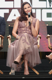 Ashley Judd looked red carpet-ready in this embroidered mauve dress by J. Mendel while attending the 2017 Summer TCA Tour.