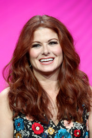 Debra Messing framed her face with a voluminous wavy hairstyle for the 2017 Summer TCA Tour.