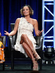 Gabrielle Anwar kept it breezy in a printed one-shoulder dress at the 2017 Summer TCA Tour.