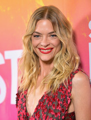 Jaime King framed her face with tousled waves for the 2017 Sundance NEXT FEST.