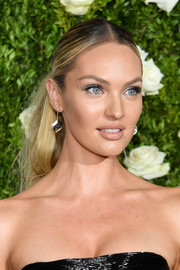 Candice Swanepoel worked an edgy center-parted ponytail at the 2017 Tony Awards.