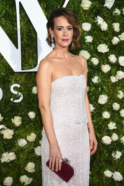 Sarah Paulson paired a maroon Judith Leiber clutch with a strapless white gown for the 2017 Tony Awards.