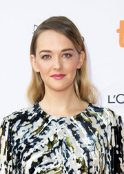 Jess Weixler wore her hair down with a deep side part and subtle waves at the TIFF premiere of 'Who We Are Now.'