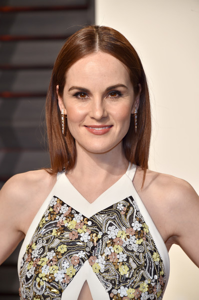 Michelle Dockery went for a simple center-parted 'do when she attended the Vanity Fair Oscar party.