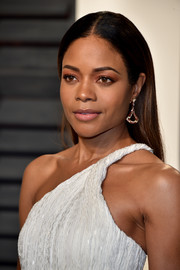 Naomie Harris accessorized with a pair of triangular diamond earrings by Bulgari at the Vanity Fair Oscar party.