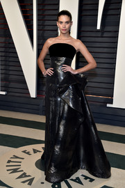 Sara Sampaio was all about edgy glamour in this dual-textured strapless gown by Ralph & Russo Couture at the Vanity Fair Oscar party.