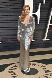 Amy Adams shimmered so glamorously in a deep-V, bugle-beaded gown by Tom Ford at the Vanity Fair Oscar party.