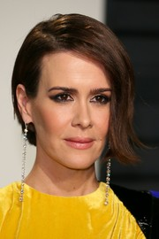 Sarah Paulson looked cool with her asymmetrical short 'do at the 2017 Vanity Fair Oscar party.