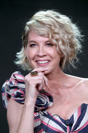 Jenna Elfman looked playfully chic with her frizzy bob at the 2017 Winter TCA Tour.