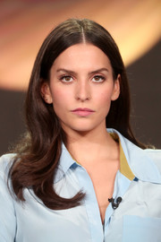 Genesis Rodriguez was sweetly coiffed with this center-parted 'do with wavy ends at the 2017 Winter TCA Tour.