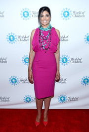Rachel Roy oozed sweetness wearing this fuchsia cocktail dress with a ruffled bodice at the 2017 World of Children Hero Awards.