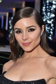 Olivia Culpo sported a short side-parted hairstyle with flippy ends at the 2017 amfAR generationCURE party.