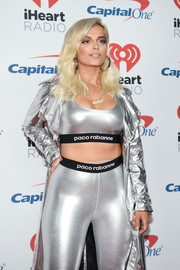 Bebe Rexha rocked the athleisure trend with this silver Paco Rabanne sports bra and leggings combo at the 2017 iHeartRadio Music Festival.