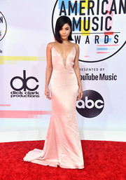 Vanessa Hudgens looked super sultry in a plunging pink fishtail gown by Cushnie at the 2018 American Music Awards.