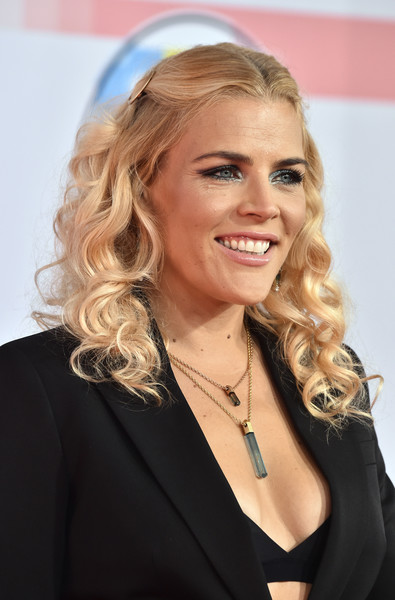 More Pics of Busy Philipps Blazer (1 of 8) - Outerwear Lookbook - StyleBistro [hair,blond,hairstyle,eyebrow,beauty,chin,long hair,layered hair,smile,brown hair,arrivals,busy philipps,american music awards,microsoft theater,los angeles,california]