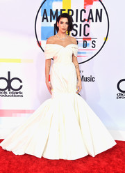 Dua Lipa was the belle of the ball in a white off-the-shoulder mermaid gown by Giambattista Valli Couture at the 2018 American Music Awards.