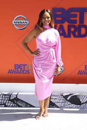 Garcelle Beauvais finished off her look with a pair of PVC sandals.