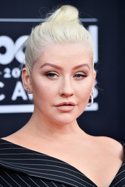 Christina Aguilera sported a platinum-blonde top knot at the 2018 Billboard Music Awards.