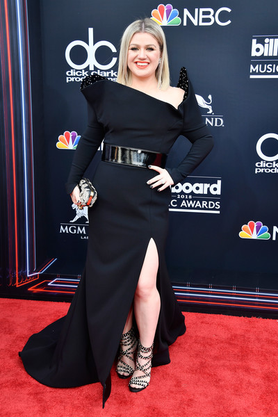 Kelly Clarkson went the vampy route in a black Christian Siriano gown with an asymmetrical neckline and a thigh-high slit at the 2018 Billboard Music Awards.