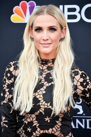 Ashlee Simpson wore her long hair down in a boho wavy style at the 2018 Billboard Music Awards.