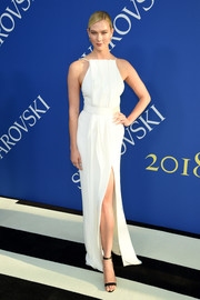 Karlie Kloss went for minimalist elegance in a structured white column dress by Jason Wu at the 2018 CFDA Fashion Awards.