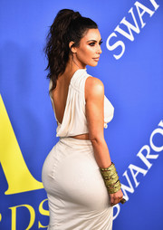 Kim Kardashian accessorized with a statement gold cuff at the 2018 CFDA Fashion Awards.
