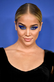 Jasmine Sanders styled her hair into a sleek center-parted ponytail for the 2018 CFDA Fashion Awards.