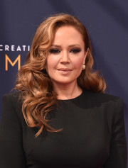 Leah Remini went for classic glamour with these high-volume curls at the 2018 Creative Arts Emmy Awards.