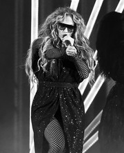 Jennifer Lopez looked cool in her Prive Revaux shield sunglasses while performing at the 2018 DirecTV Now Super Saturday Night concert.
